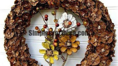 Autumn decor-Wreath and flowers from the cones