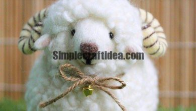 Lamb of yarn and wool for felting