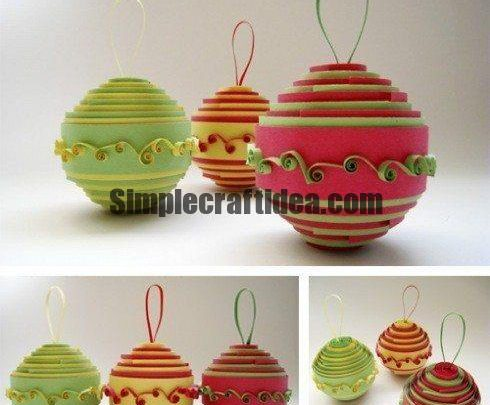 Christmas balls in the art quilling