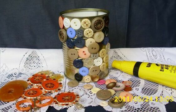 Pencil holders from tin can and buttons - Simple Craft Ideas