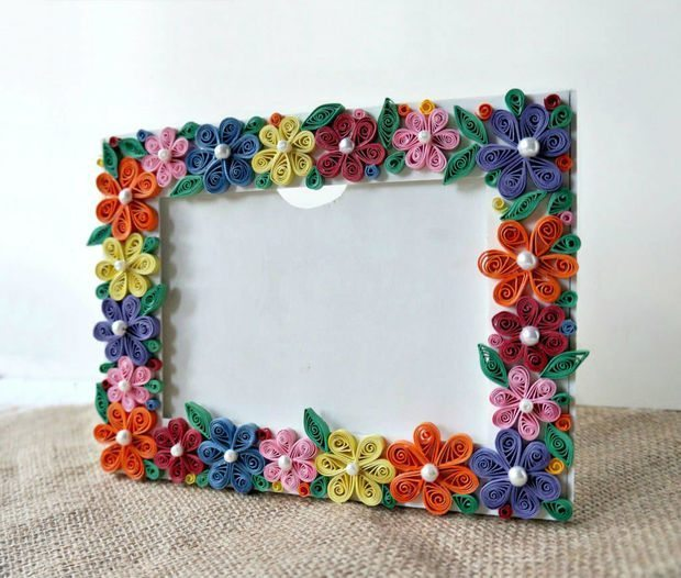 Paper quilled photo frame simple craft ideas for Quilling craft ideas