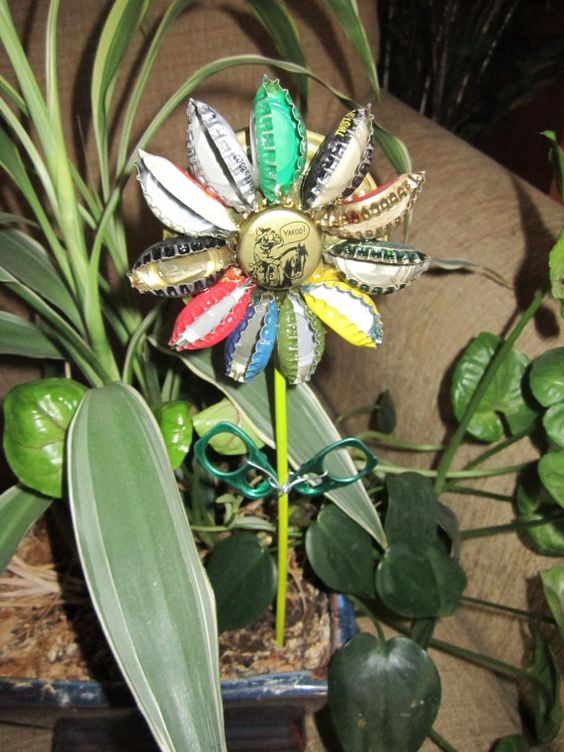 Flowers using metal bottle caps simple craft ideas for How to make bottle cap flowers
