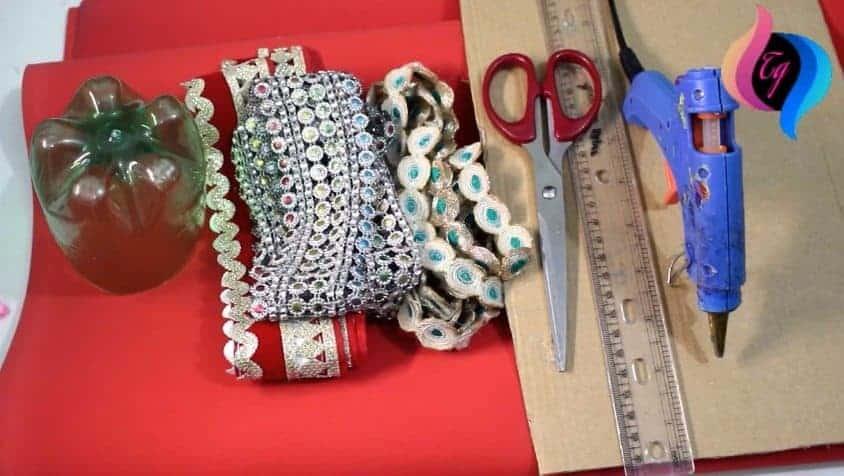 How to make pen holder using plastic bottle simple craft for Creative use of waste plastic bottles