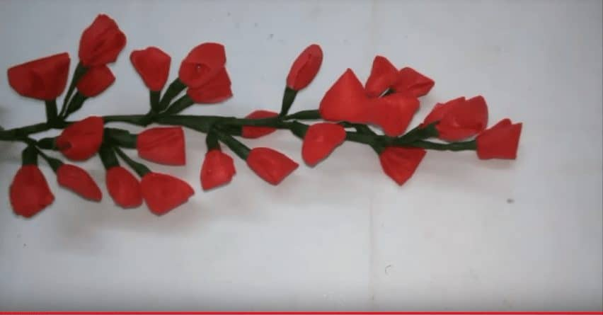 Making flower bunches from carry bags