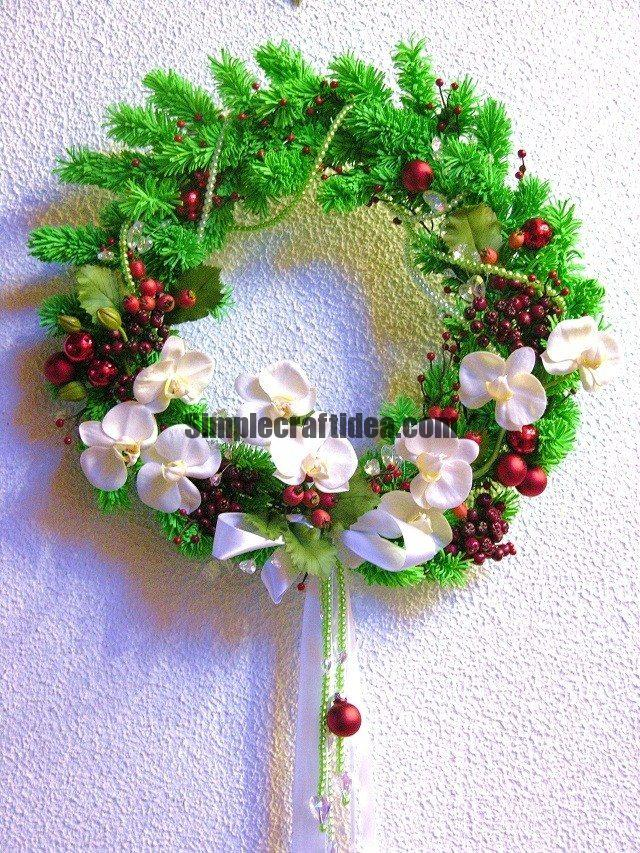 Ceramic floristry to create Christmas wreaths