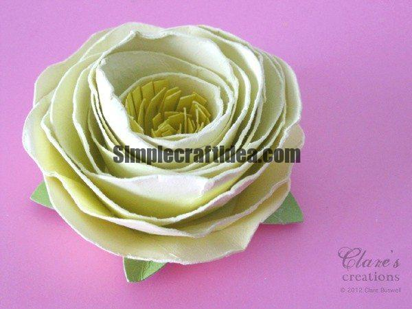 An unusual way to create a spiral flower paper