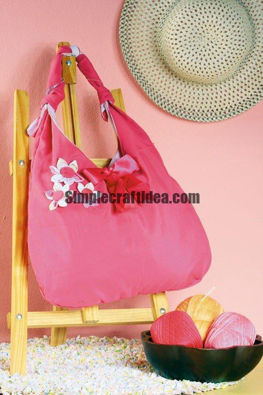 Sew a cute handbag with flowers