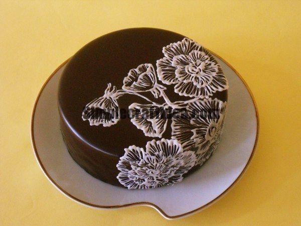 Cake decorating icing