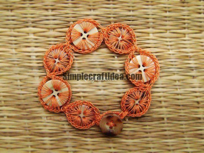 Bracelet made of buttons hooks