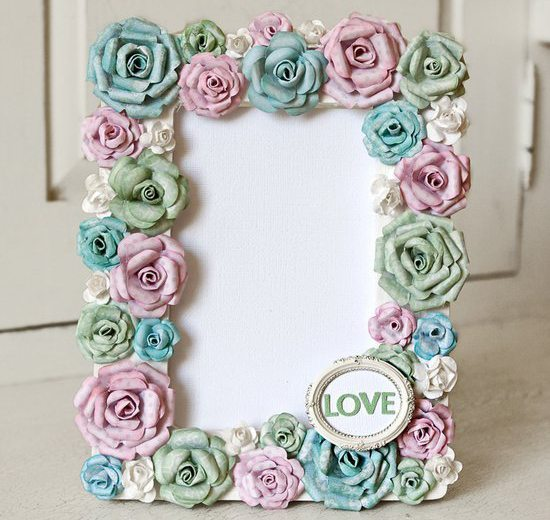 How to make frame with paper flowers - Simple Craft Ideas