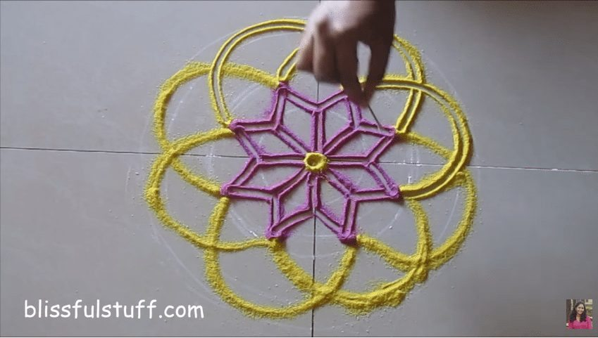 flower-shaped-rangoli-4