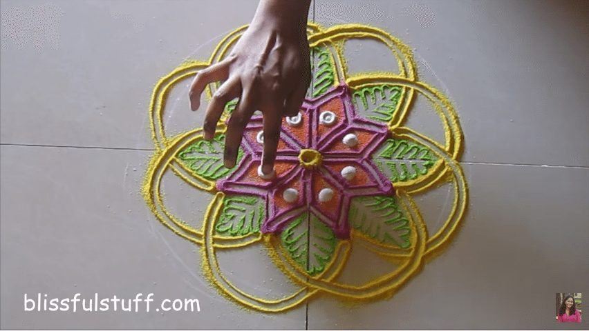 flower-shaped-rangoli-8