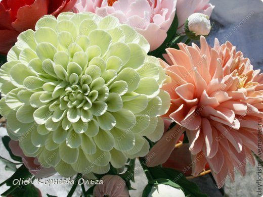 dahlias from rags for cleaning