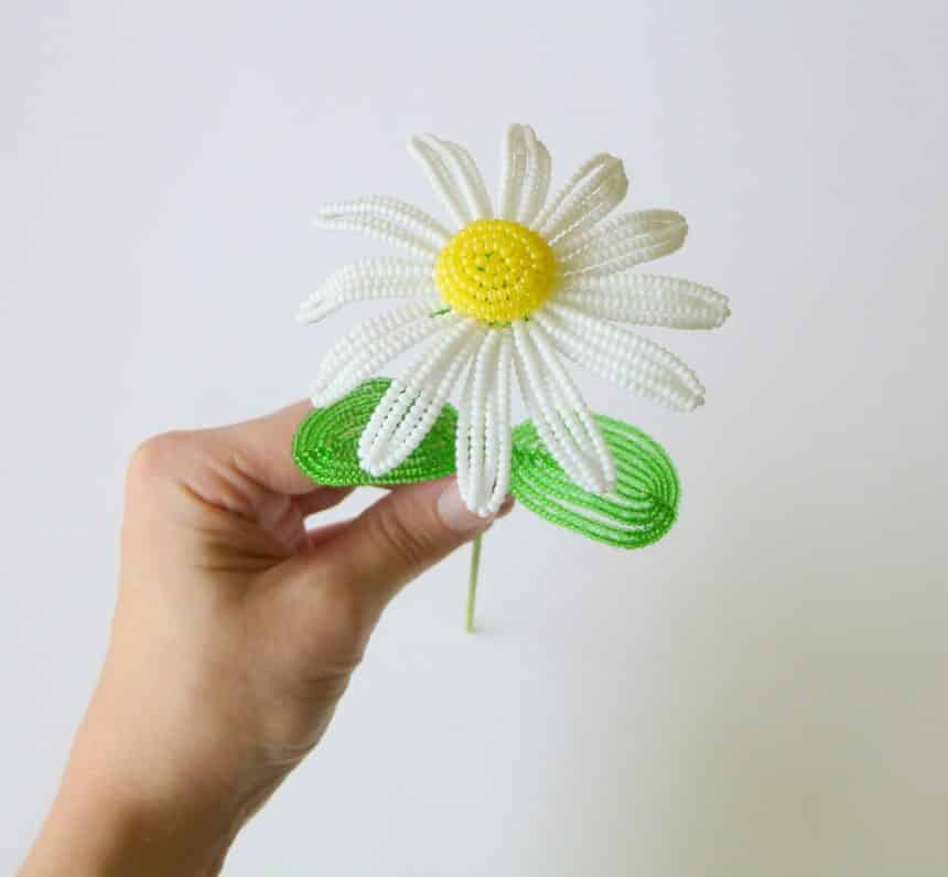 daisies from bead