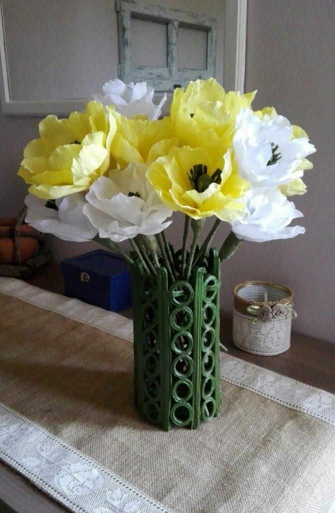 vase with paper straws