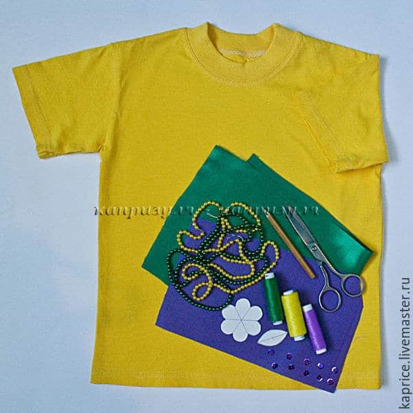 applique on the children's yellow t-shirt