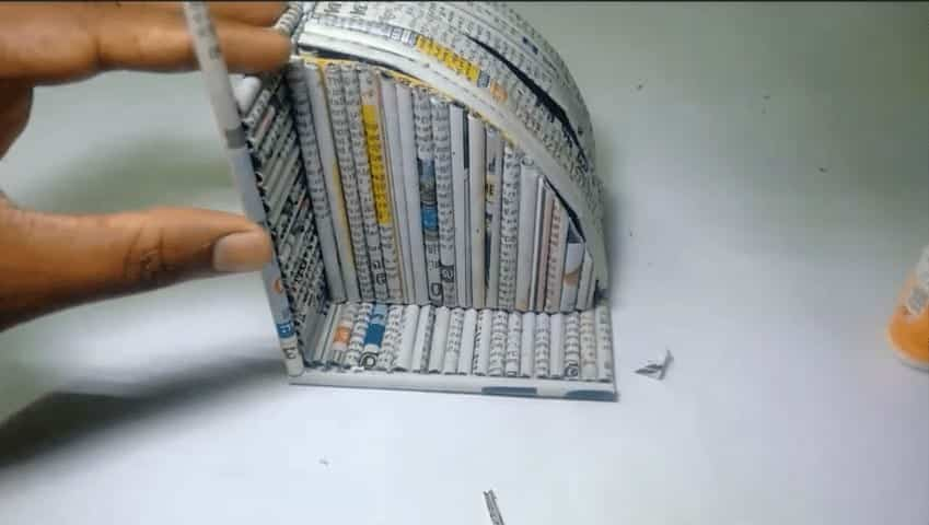how to make a table with just newspaper
