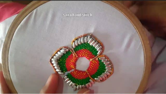 border flower stitch
