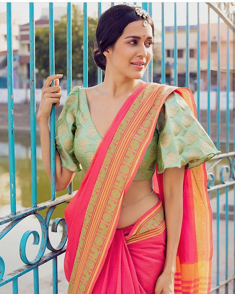 83f9f50ff2c00 Fancy designer blouse for party wear sarees - Simple Craft Ideas