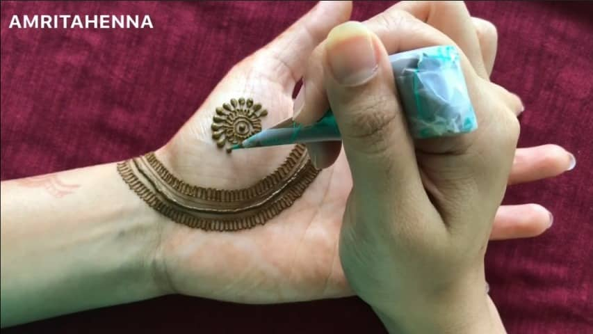 Latest Beautiful Mehendi Design Simple Craft Ideas