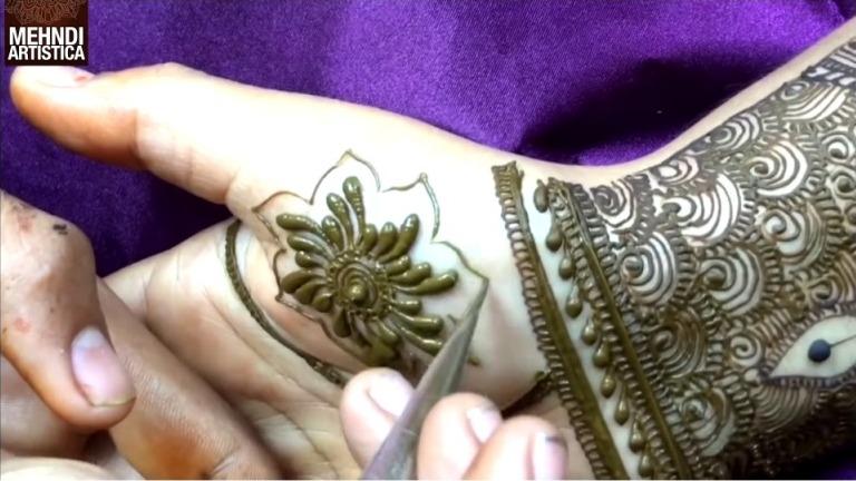 Bharwa Floral Mehndi