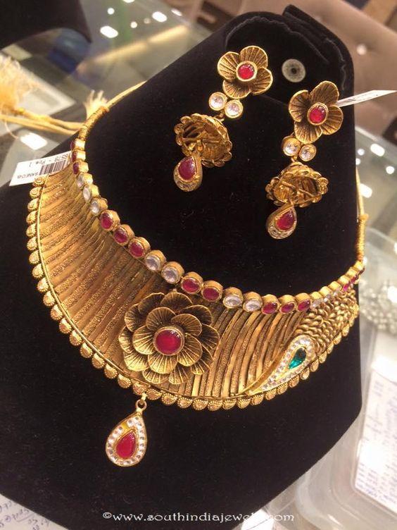 Trendy Gold Necklace Set