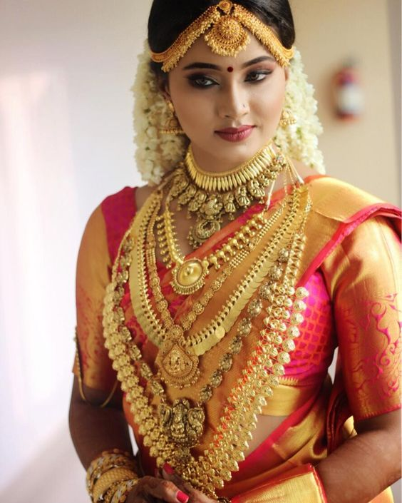 Kerala Bride Simple Hairstyle For Long Forehead: Best Kerala Bride Images