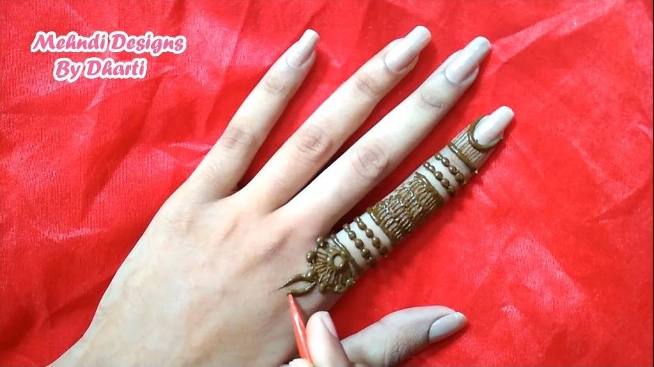 Stylish Finger Mehndi