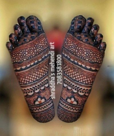 Mehndi designs on foot