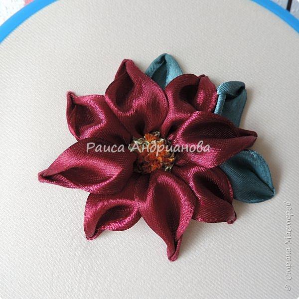 embroidery poinsettia petals