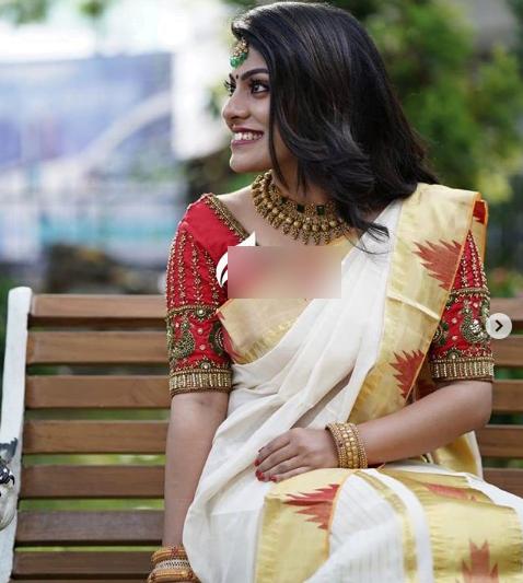 Trendy saree blouse design