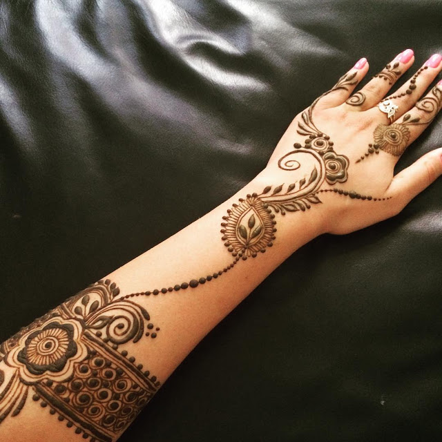 Simple Arabic Mehndi