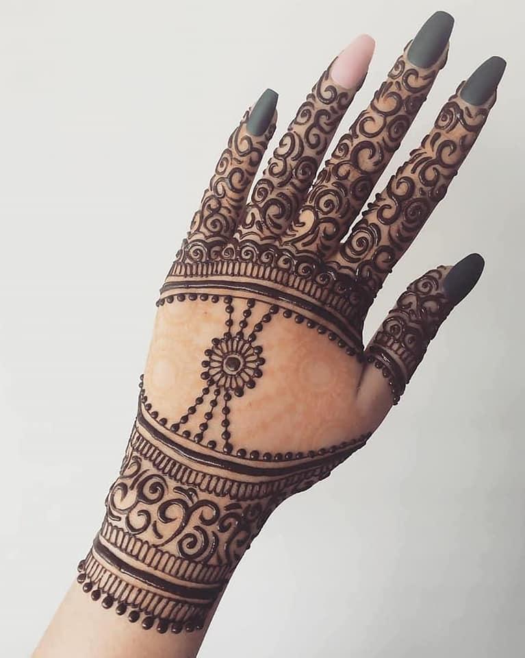 Stylish back hand mehndi design